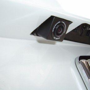 マツダのMPVにバックカメラを装着3