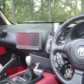 ホンダ S2000にパイオニアオンダッシュカーナビ[楽ナビ]の取付3