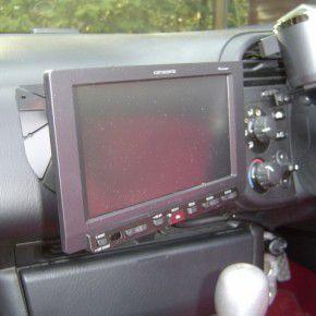 ホンダ S2000にパイオニアオンダッシュカーナビ[楽ナビ]の取付4