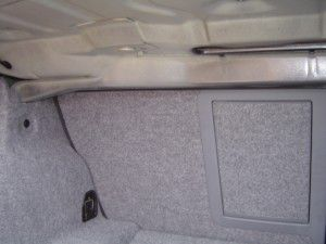 BMW E90 トランク内にカーナビ本体の設置 設置前