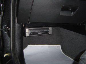 BMW_E90楽ナビ本体をグローブボックス下部に吊り下げ