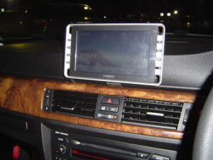 BMW E90オンダッシュモニター設置