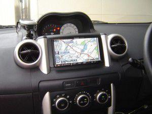 トヨタ イストにパナソニックストラーダCN-HDS700Dを設置