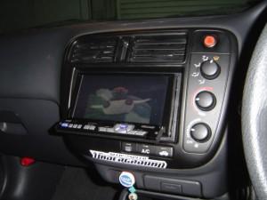 ホンダ シビックにイクリプスカーナビ AVN8805HDとバイザーモニターの取付・設置4