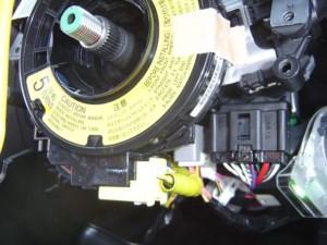 トヨタ WISH(ウィッシュ) ステアリング舵角センサーの交換・取付3