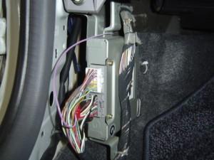 日産ウイングロード リバース信号と車速信号をフェールインジェクションユニットの24ピン