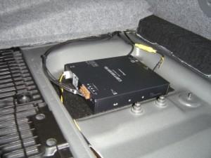 BMW E90に地デジチューナーの設置