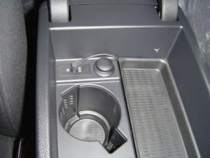 BMW E90の純正AUX端子にステレオ信号を入力