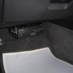 BMW E90の助手席側にカーナビ本体の設置