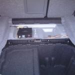 E90のトランクに地デジチューナーを設置