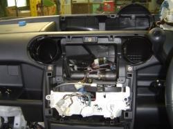 トヨタ bB1のオーディオコンソールを分解