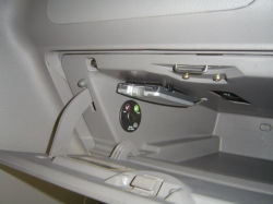 グローブボックス内にETC車載器の設置