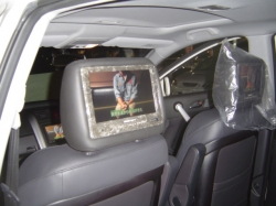 CR-Vに9インチのヘッドレストモニターを設置