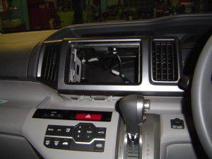 新型ステップワゴンのオーディオレス仕様にカーナビの取付