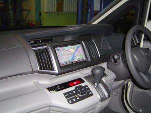 新型ステップワゴンにイクリプス製カーナビ AVN669HDの取付