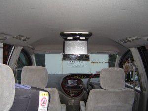 トヨタ エスティマに天井モニターの取付