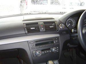 BMW 120i E87の純正オーディオと小物入れ