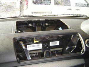 BMW 120i E87 の小物入れ、エアコン送風口 取り外し