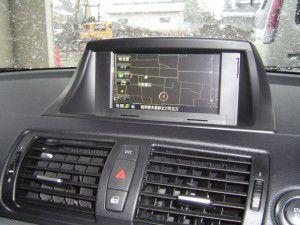 BMW 120i E87にモニターブラケットを利用してカーナビの取付