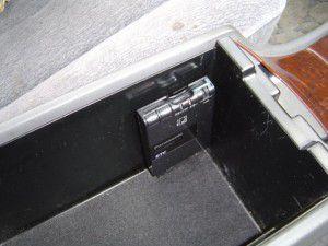 クラウンマジェスタのセンターコンソール内にETC車載器本体の取付
