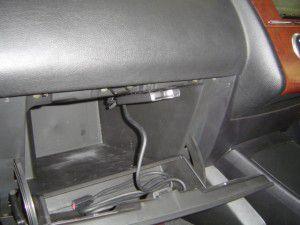 日産ティーダのグローブボックスにETC車載器の取付