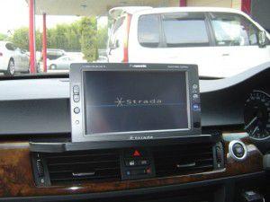 BMW 3シリーズにオンダッシュカーナビの取付