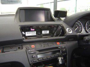 BMW 1シリーズ オンダッシュモニターブラケット DBB-E87S/Pを使用