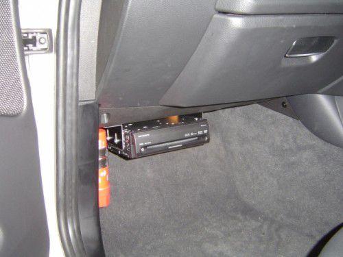 BMW 1シリーズ DBB-E87S/P AVIC-HRV200取付その3