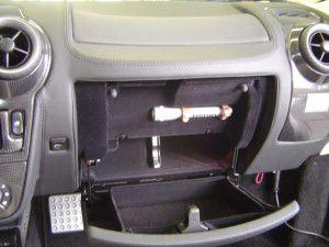 フェラーリF430のグローブボックス内にETC車載器の取付