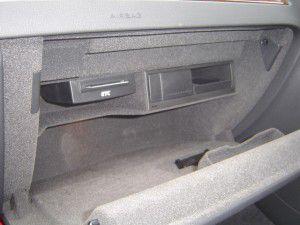 AUDI A5グローブボックス内にDVDデッキの追加