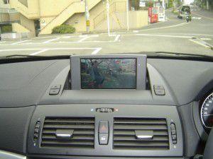 BMW X3 E83の純正モニターに地デジチューナーの追加設置