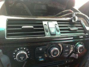 BMW iDriveモニター取外し