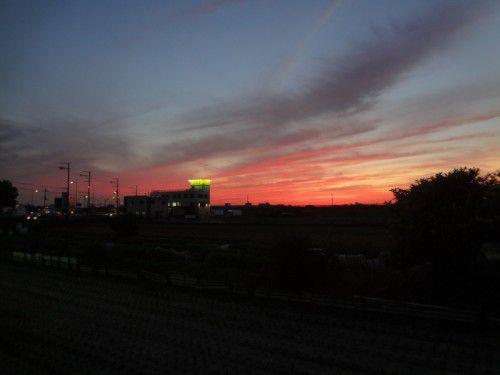 2011年11月12日17時11分 大阪府高槻市・茨木市の空 夕焼け ガレージファーストより撮影