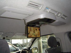 ハイエース アルパイン製 天吊りモニター・フリップダウンモニターの取付・設置