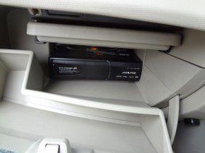 マーチ グローブボックス内にアルパイン製DVDチェンジャーの取付