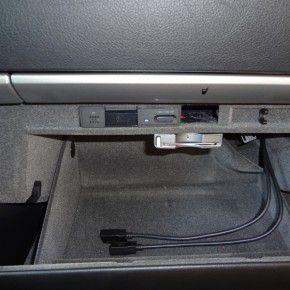 グローブボックス内ETC車載機とCSユニット(クルーズスカウターユニット)を設置