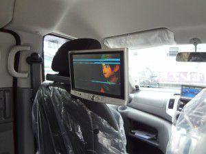 NV200 リアモニターの設置